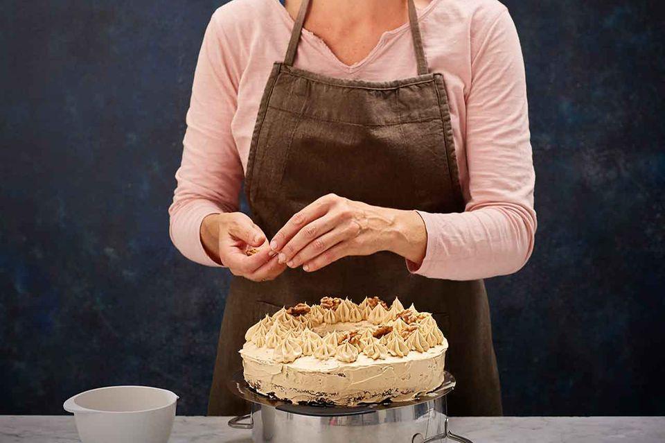Hege Marie Köster mit Mokkakuchen