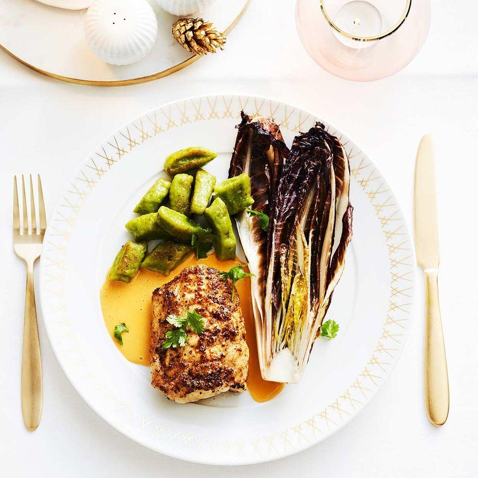 Seeteufel mit Hummer-Zitronengras-Sauce und grünen Gnocchi