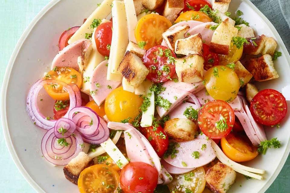 Tomaten-Wurst-Käse-Salat Rezept