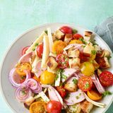 Tomaten-Wurst-Käse-Salat