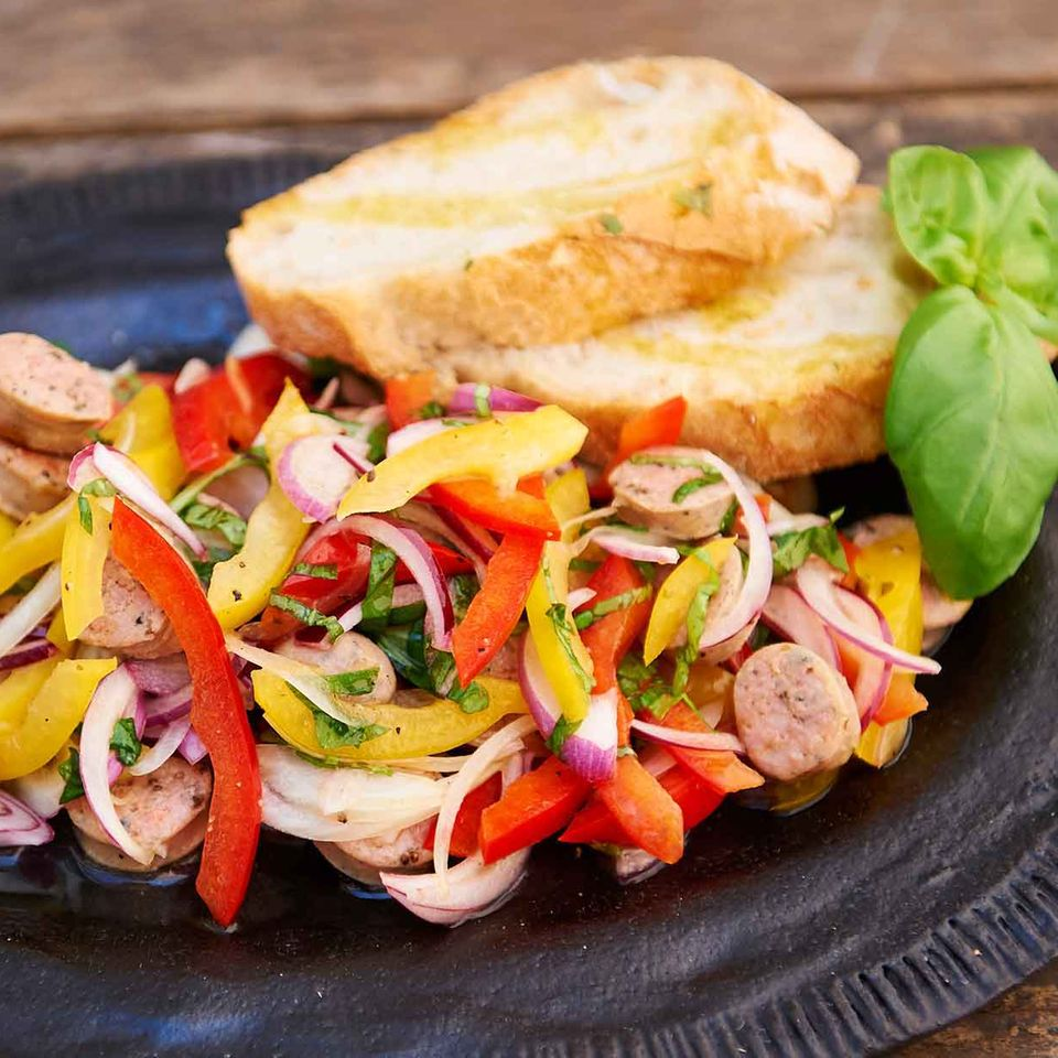 Paprika-Bratwurst-Salat