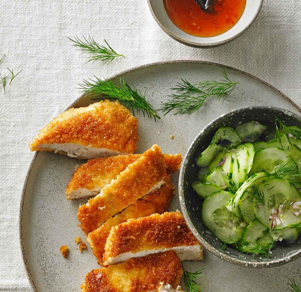 Knusperhähnchen mit Gurkensalat