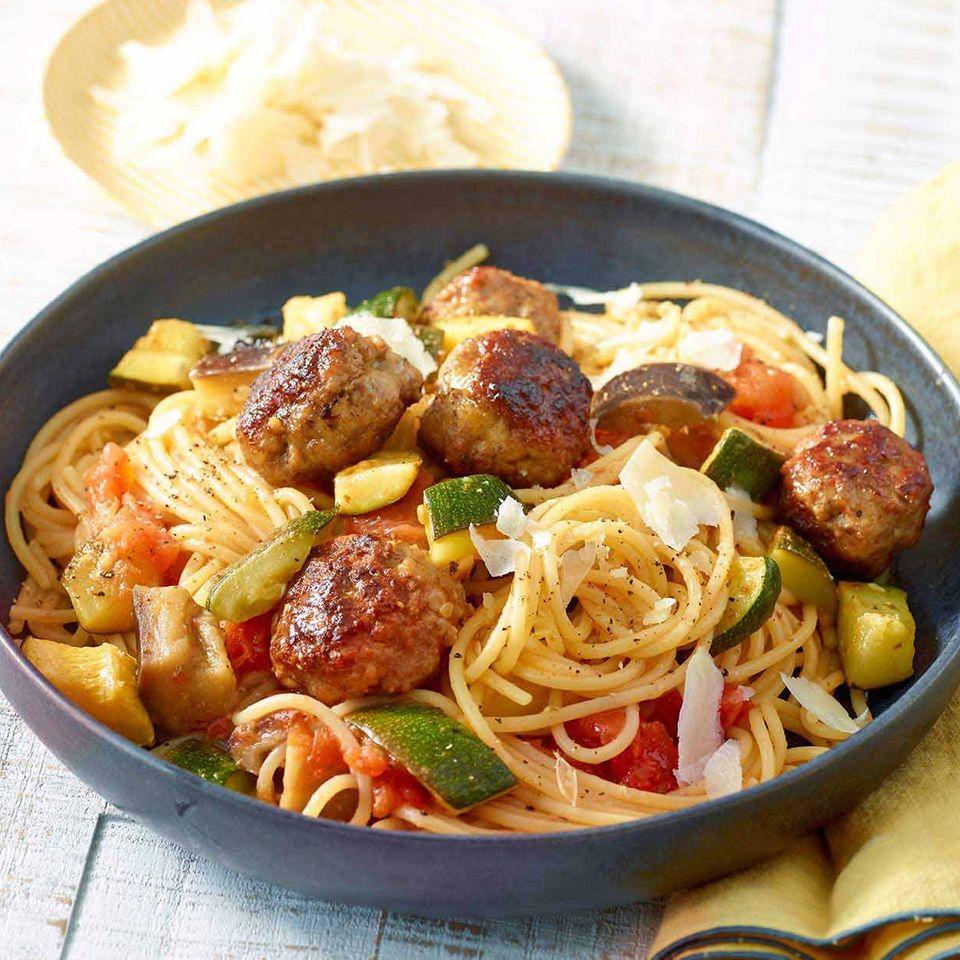 Antipasti-Spaghetti mit Mini-Frikadellen