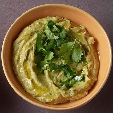 Avocado-Hummus mit Koriander