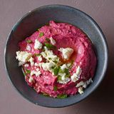Rote-Bete-Hummus mit Feta