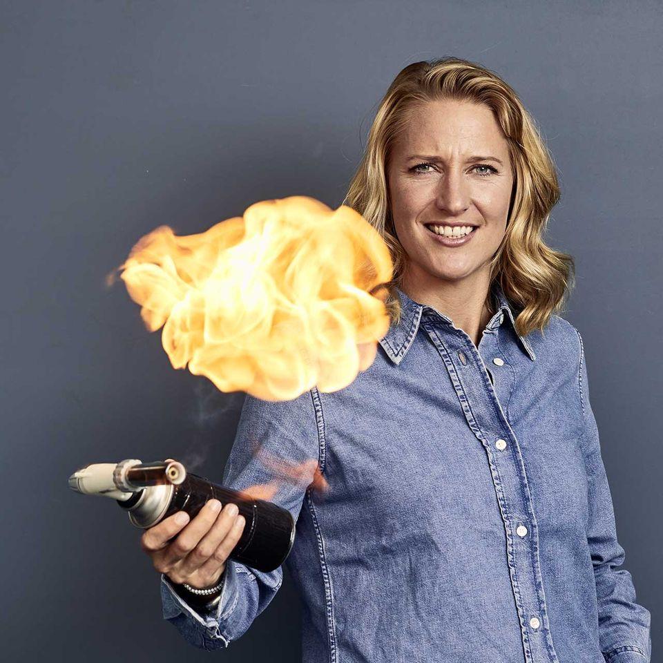 Christina Hollstein mit Feuer