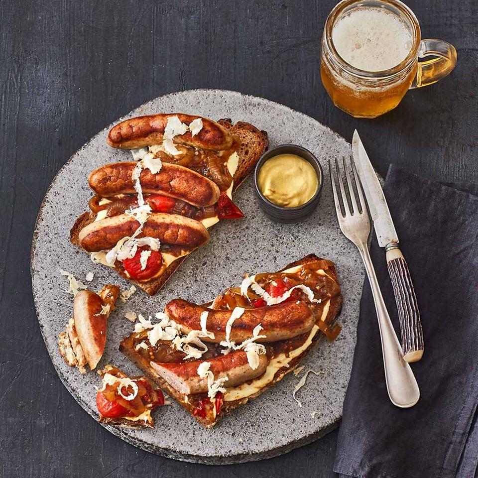 Stulle mit Frischkäsecreme, Nürnberger Bratwurst und frisch geriebenen Meerrettich