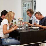 Jan Spielhagen, Christina Hollstein, Hege Marie Köster und Tim Raue essen zusammen