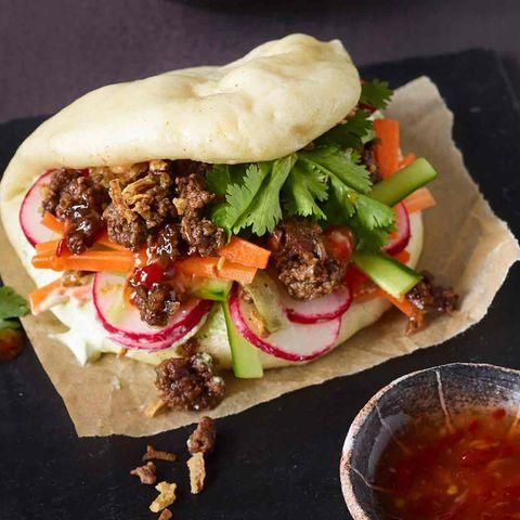 Gua-Boa-Burger-Buns mit einer Gemüse-Hack-Füllung