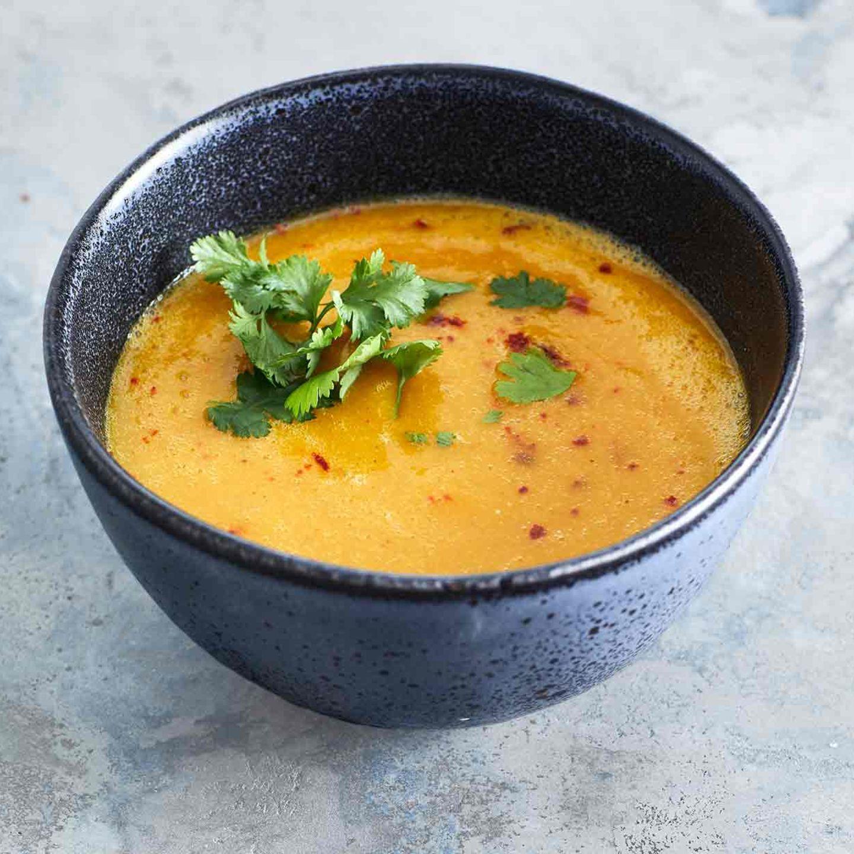Kürbis-Linsen-Suppe mit Mango und Koriander