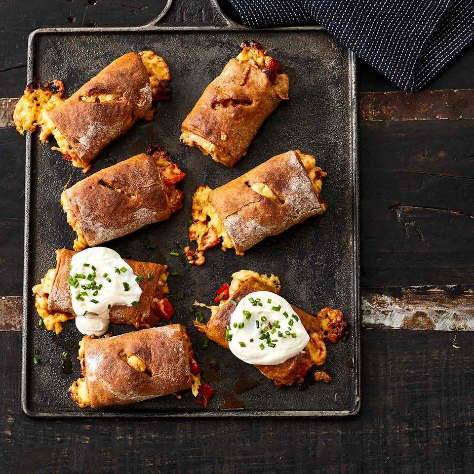 Kleine Handbrote gefüllt mit Chorizo und Käse
