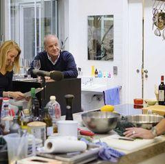 Hubertus Meyer-Burckhardt in der essen&trinken Küche zum Podcast Quatschen mit Sauce mit Jan Spielhagen, Christina Hollstein un…