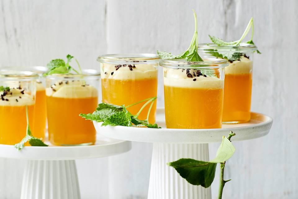 Zitronen-Götterspeise mit Zimtblütencreme Rezept