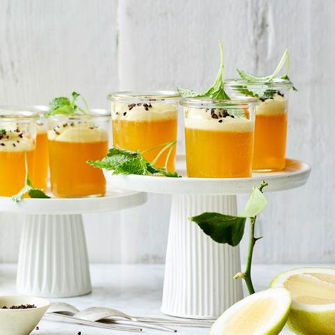 Zitronen-Götterspeise mit Zimtblütencreme