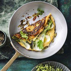 """Miso-Omeletts mit Pak choi und Brokkoli-""""Reis"""""""