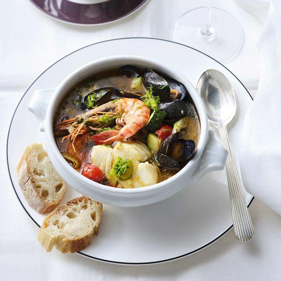 Fischsuppe mit Skrei und Pistou