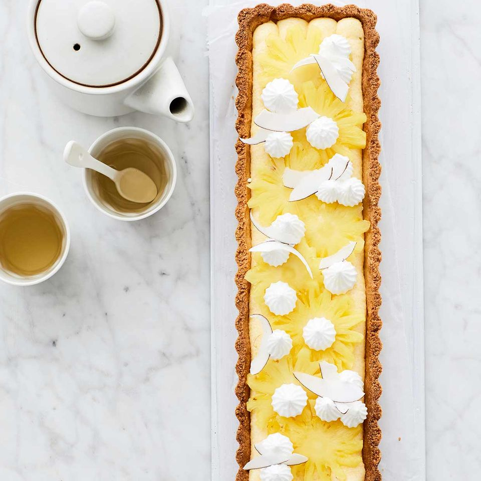 Kokos-Tarte mit Polenta-Flammeri und Ananas