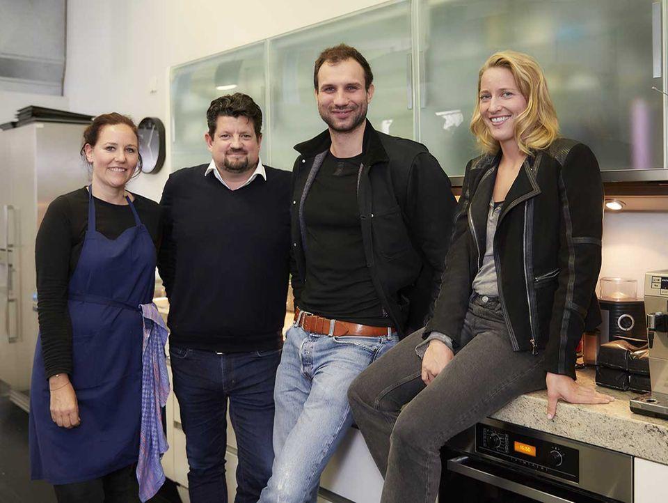 Takis Würger in der essen&trinken Küche für den Podcast Quatschen mit Sauce mit dem Team