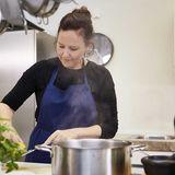 Marion Swoboda kocht Zitronen-Risotto in der essen&trinken Küche