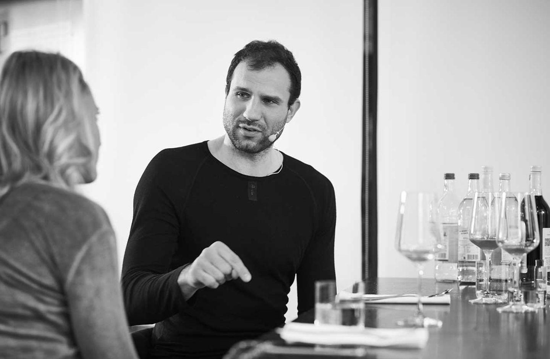 Takis Würger im Podcast-Gespräch in der essen&trinken Küche