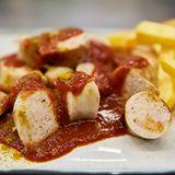 Currywurst mit Pommes für Podcast Quatschen mit Sauce