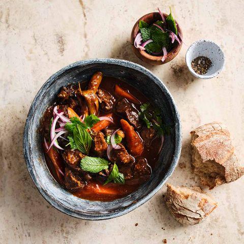 Vietnamesisches Rindergulasch mit Möhren und Minze