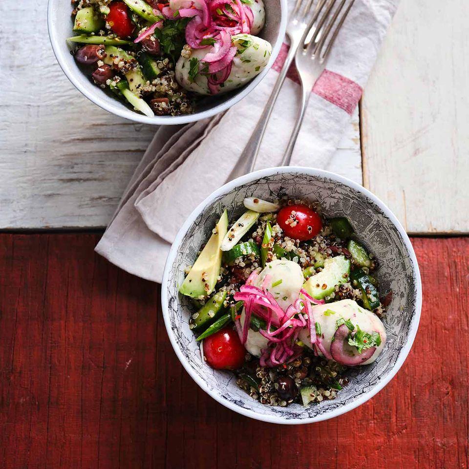 Quinoa-Salat mit Maniok-Bällchen