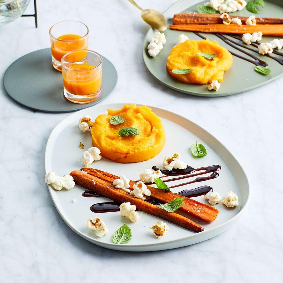 Möhren-Marzipan mit Bratmöhren, Balsamico-Gel und scharfem Popcorn