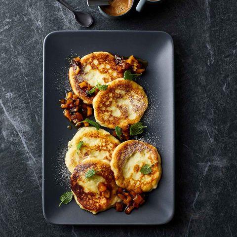 Grieß-Pancakes mit Obstragout