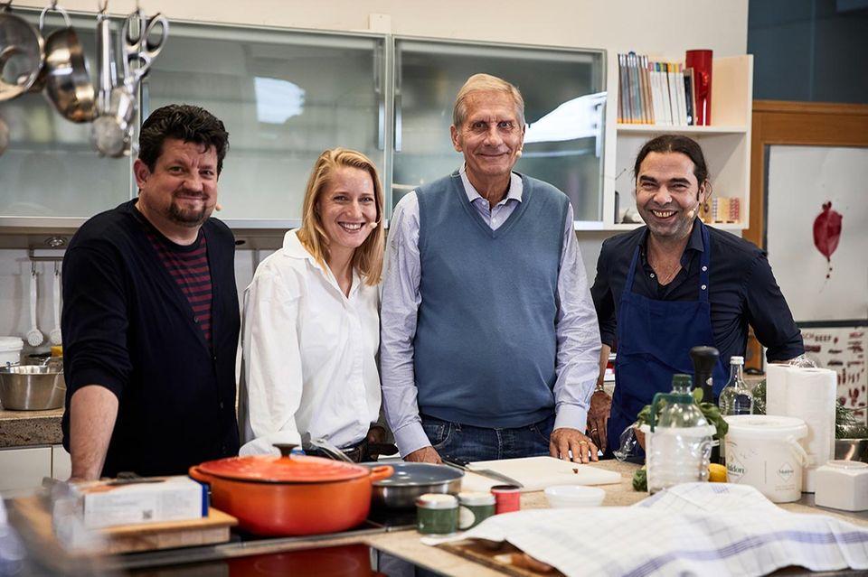 Ulrich Wickert in der essen&trinken Küche mit Jan Spielhagen, Christina Hollstein und Achim Ellmer