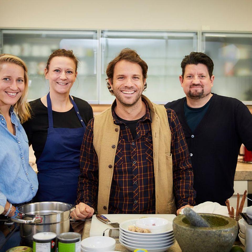Benjamin Adrion in der essen&trinken Küche zum Podcast Quatschen mit Sauce mit Jan Spielhagen, Christina Hollstein und Marion H…