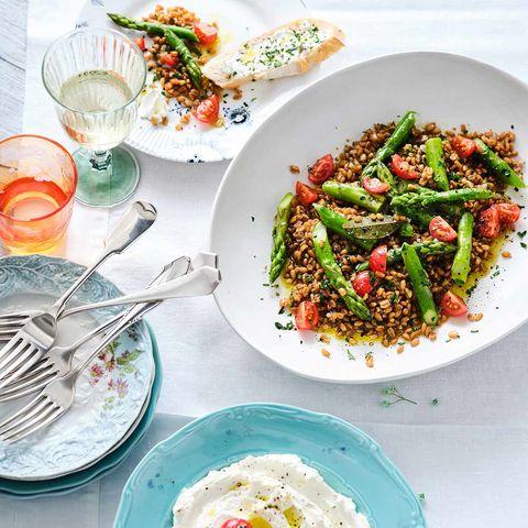 Labneh mit Dinkel-Spargel-Salat
