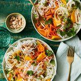 Thai-Nudelsalat mit Kohlrabi und Möhren