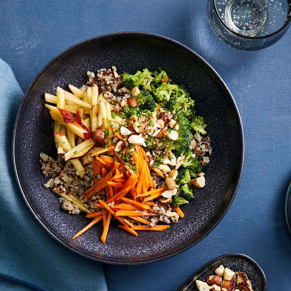 Rohkost-Apfelsalat mit Quinoa