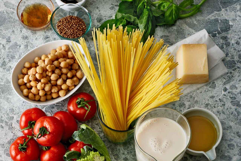 Nudeln, Kichererbsen und Parmesan sind lange haltbar