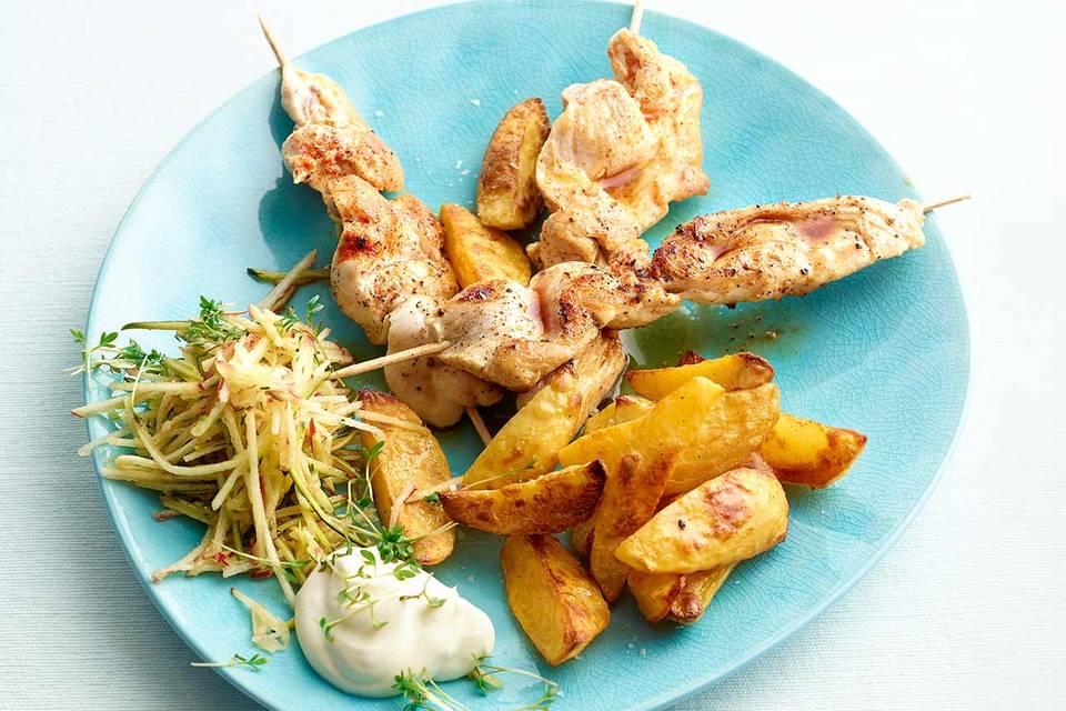 Hähnchenspiesse mit Raspelsalat Rezept