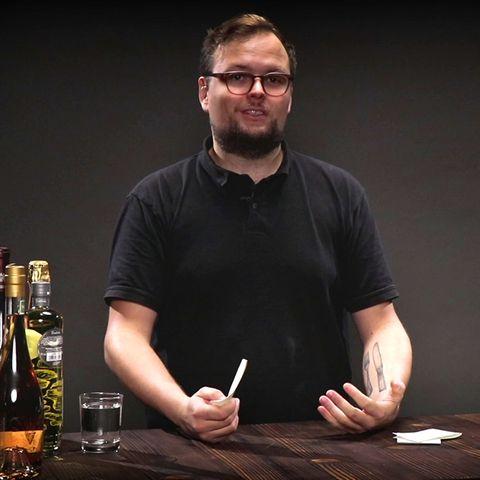 Benedikt Ernst erklärt im Video, wie man Tequila trinkt