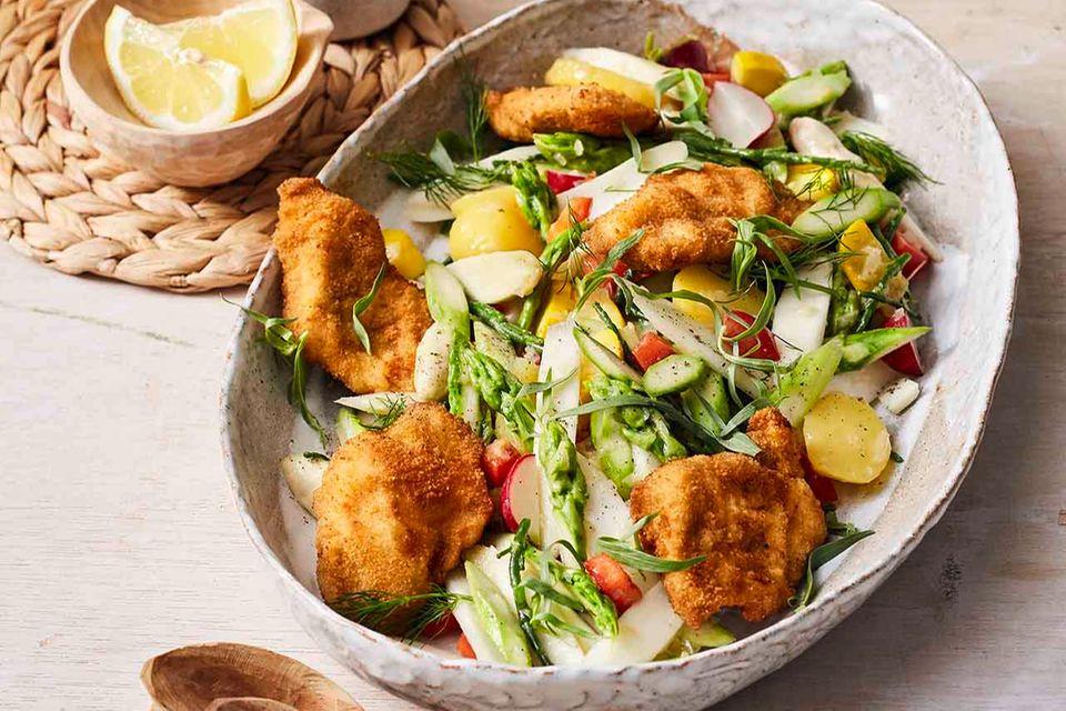 Spargel-Kartoffel-Salat mit Mini-Schnitzeln