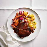 Geschmorter Kuh-Tafelspitz mit Möhren und Kartoffeln
