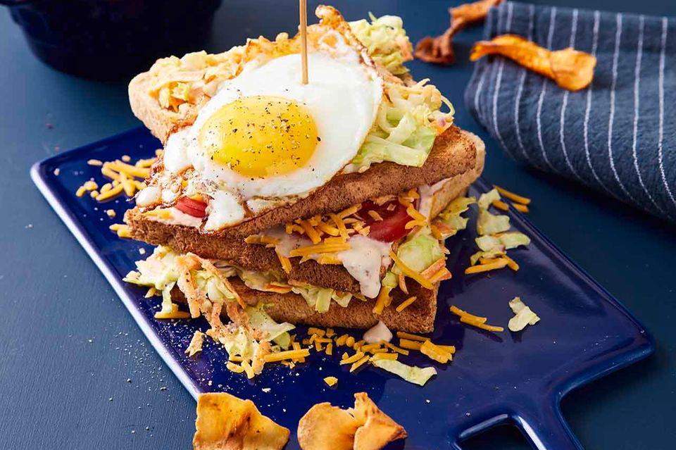 Cole-Slaw-Sandwich mit Spiegelei