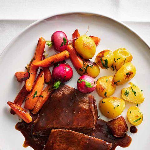 Kartoffeln und Möhren-Radieschen-Gemüse