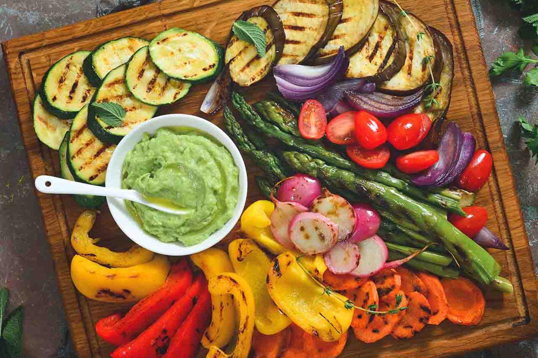 Gegrilles Gemüse mit Guacamole