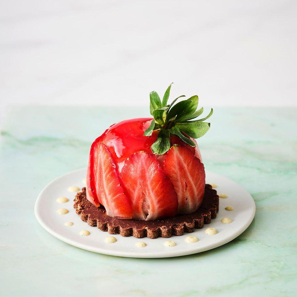 Erdbeer-Mousse mit Cumeo-Pfeffer-Sauce