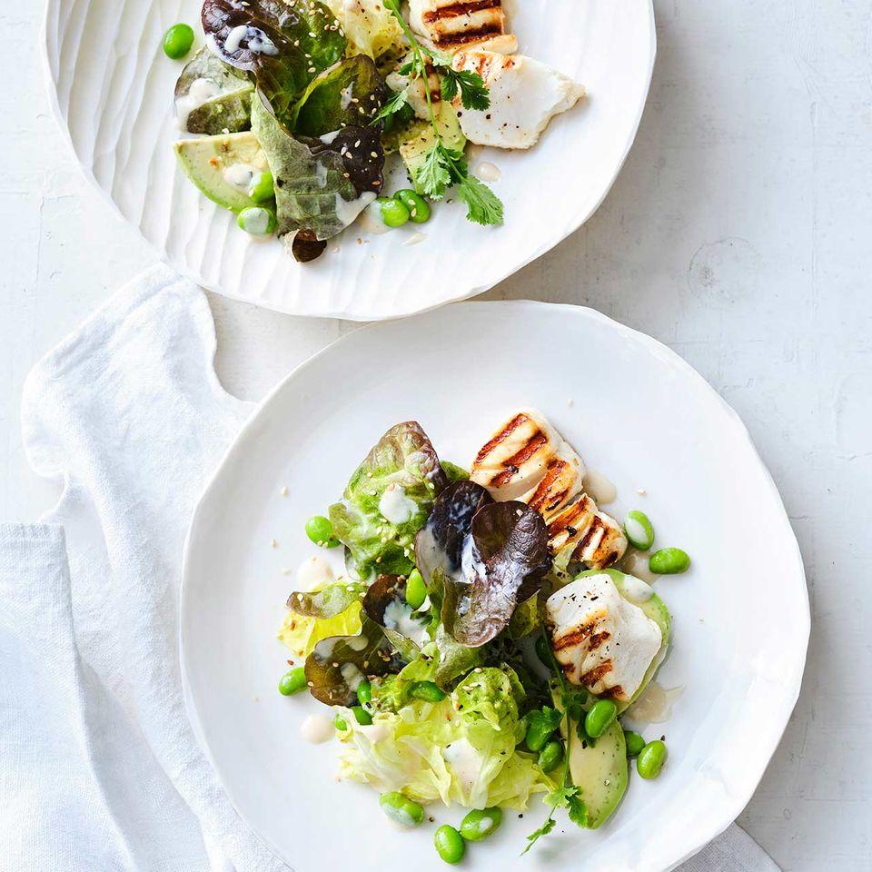 Eichblattsalat mit Edamame und gegrilltem Kabeljau