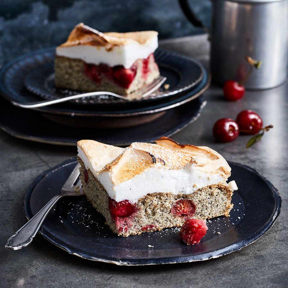 Kirsch-Mohnkuchen mit Baiser