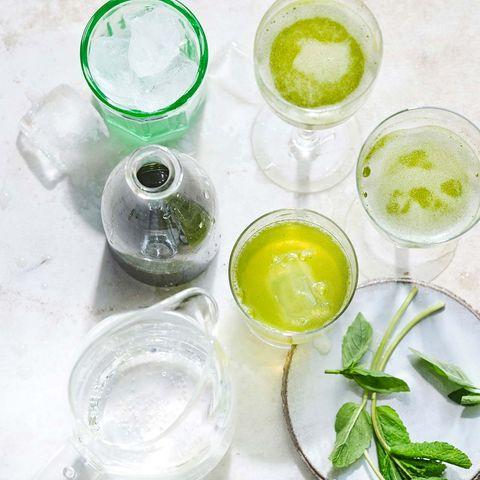 Sommer-Drink mit Kräutersirup