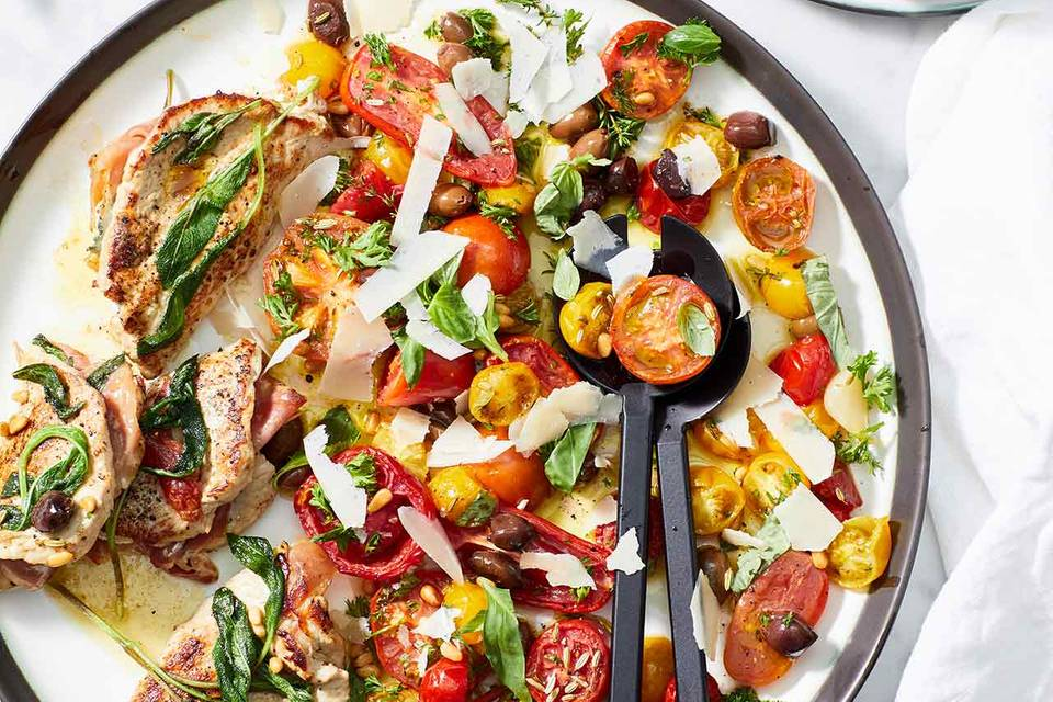 Tomatensalat mit Kalbs-Saltimbocca Rezept