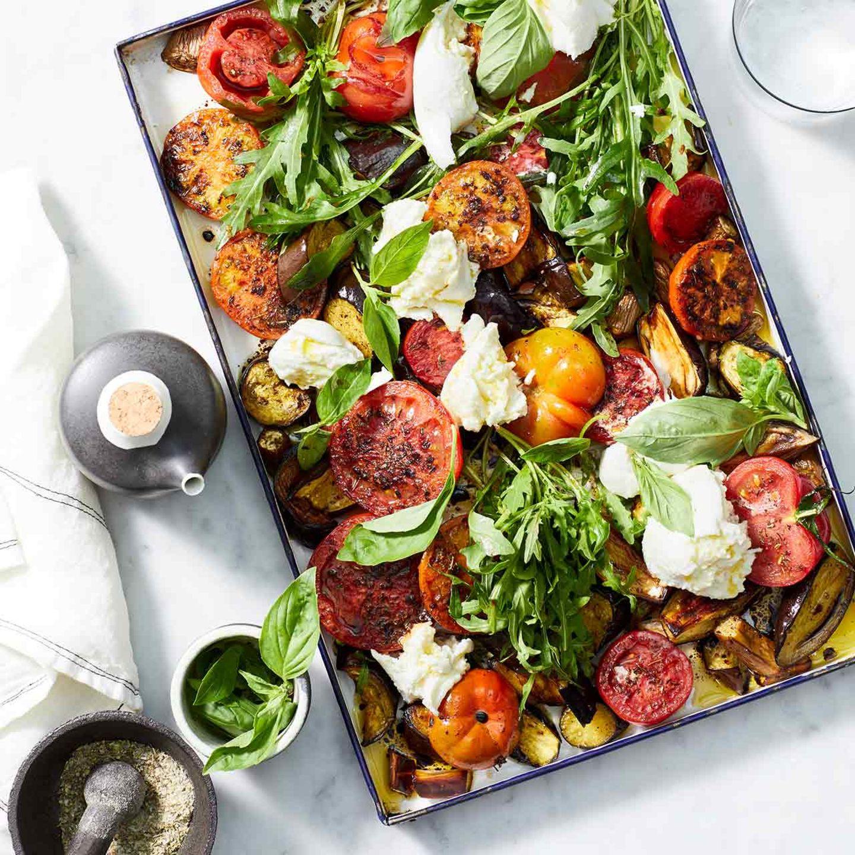 Gebratene Tomaten mit Mozzarella und Basilikum