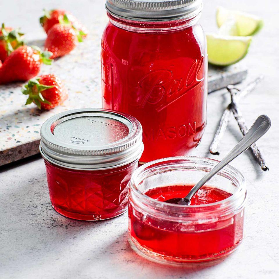 Erdbeer-Hibiskus-Gelee mit Vanille