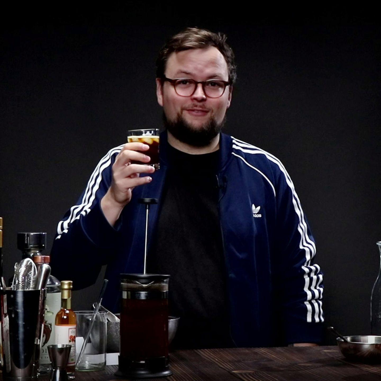 Benedikt Ernst mit einem Cold Brew Tonic